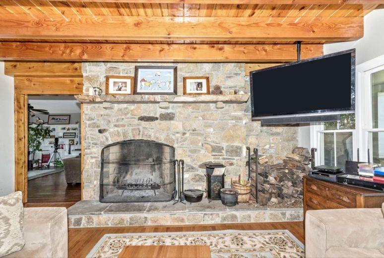 Living_Room_Fireplace